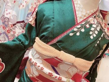 市松柄の半衿がポイント!ちょっぴりモダンな伝統古典の振袖コーデ