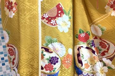 カラシ色のカワイイ古典振袖あります