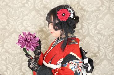 春風の中君は花のようだ広がる髪もスカートも